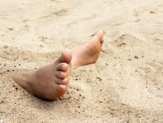 Schweißfüße im Sand