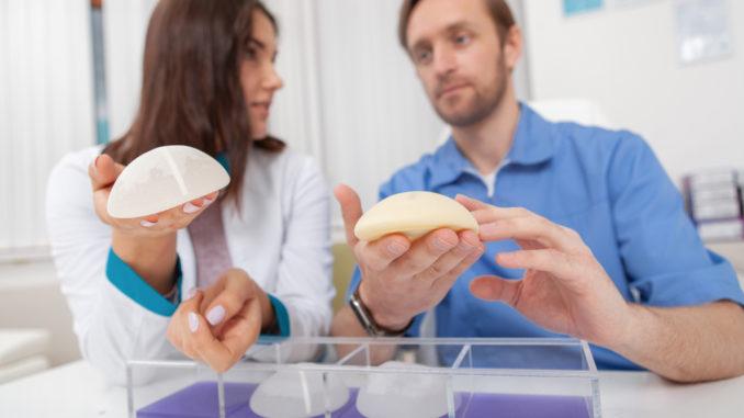verschiedene Implantate für Brustvergrößerungen