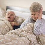 Schnarchen und Schlafapnoe: Entstehung und Risiken
